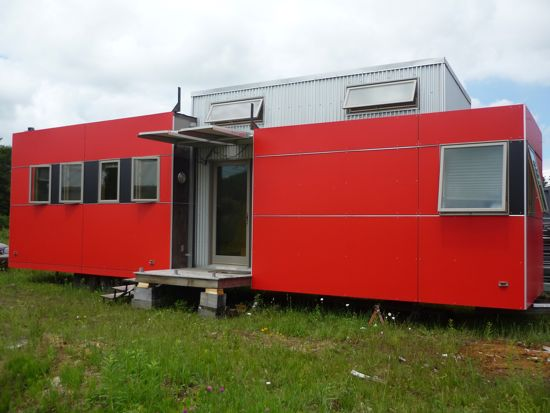 Minihome-red-exterior